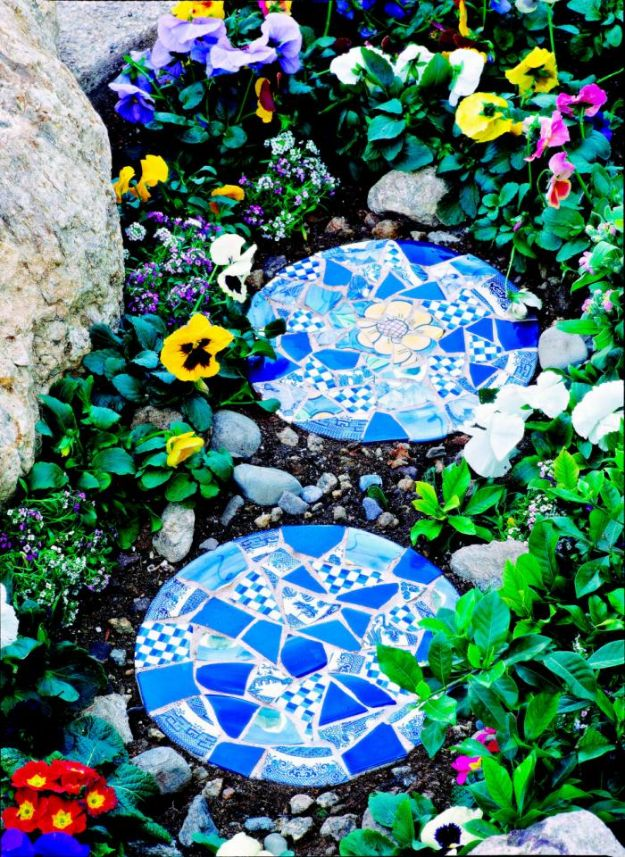 DIY Garden Decor Ideas - Crafts for Outdoors - DYI Garden Ornaments to Make for Backyard Decoration - Thrift Store Crafts - How to Make Mosaic Garden Stepping Stone