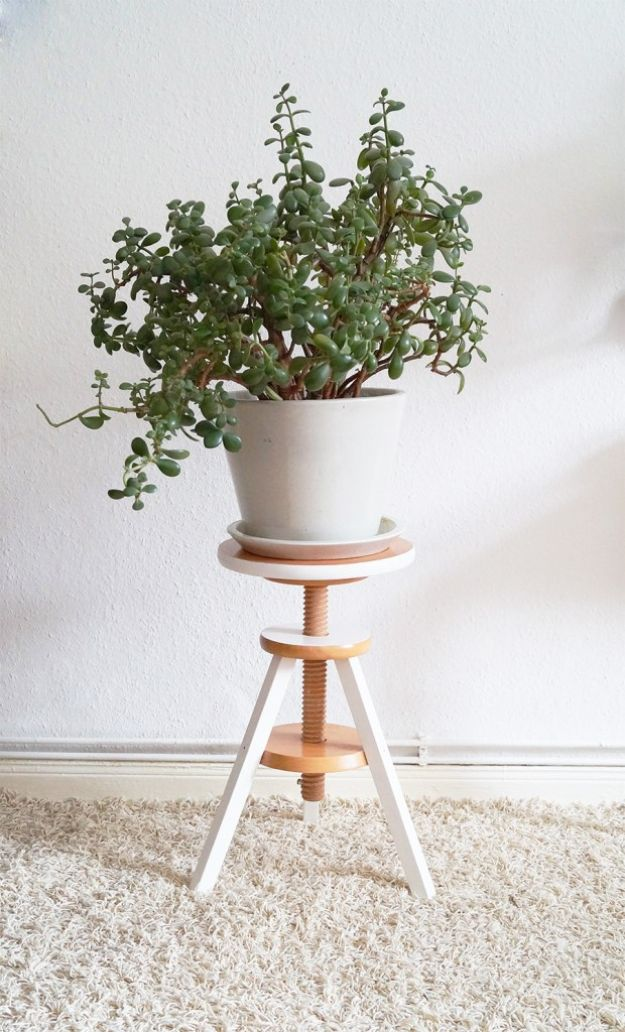 DIY Plant Hangers - Piano Stool Plant Stand - Cute and Easy Home Decor Ideas for Plants - How To Make Planters, Hanging Pot Holders, Wire, Rope and Baskets - Quick DIY Gifts Ideas, Macrame Plant Hanger #gardening #plants #diyideas