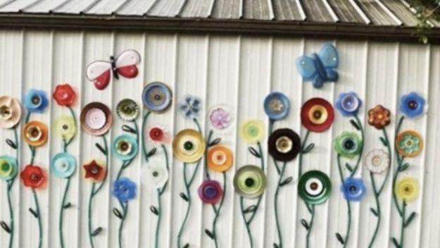 DIY Garden Decor Ideas - Crafts for Outdoors - DYI Garden Ornaments to Make for Backyard Decoration - Thrift Store Crafts - Plate & Hose Garden Flower Fence Art Tutorial