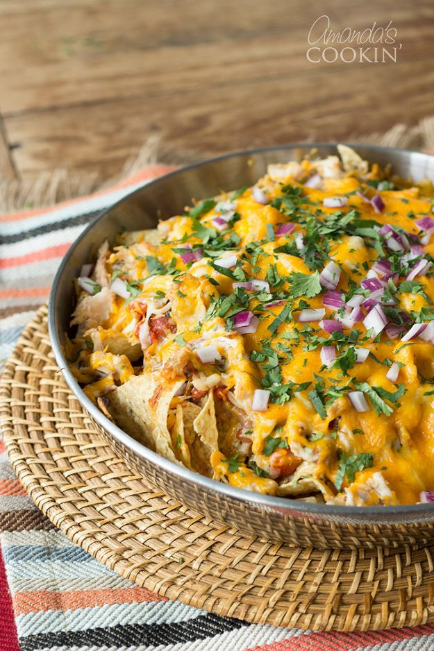 Easy Recipes For Rotisserie Chicken - Rotisserie Chicken Nachos - Healthy Recipe Ideas for Leftovers - Comfort Foods With Chicken - Low Carb and Gluten Free, Crock Pot Meals, Appetizers, Salads, Sour Cream Enchiladas, Pasta, One Pot Meals and Casseroles for Quick Dinners http://diyjoy.com/recipes-rotisserie-chicken