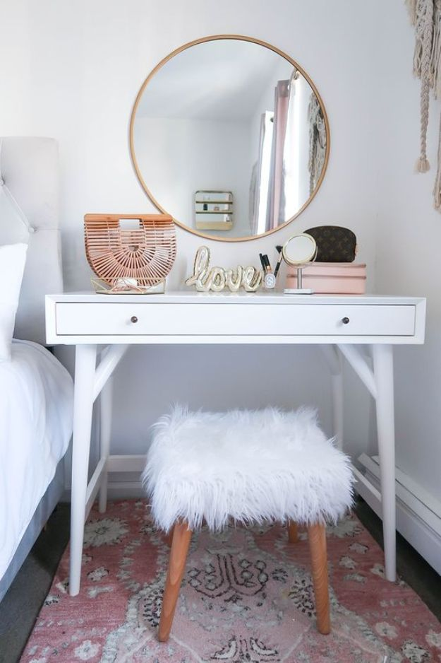 All White DIY Room Decor - Small Space Vanity - Creative Home Decor Ideas for the Bedroom and Living Room, Kitchen and Bathroom - Do It Yourself Crafts and White Wall Art, Bedding, Curtains, Lamps, Lighting, Rugs and Accessories - Easy Room Decoration Ideas for Modern, Vintage Farmhouse and Minimalist Furnishings - Furniture, Wall Art and DIY Projects With Step by Step Tutorials and Instructions http://diyjoy.com/all-white-decor-ideas