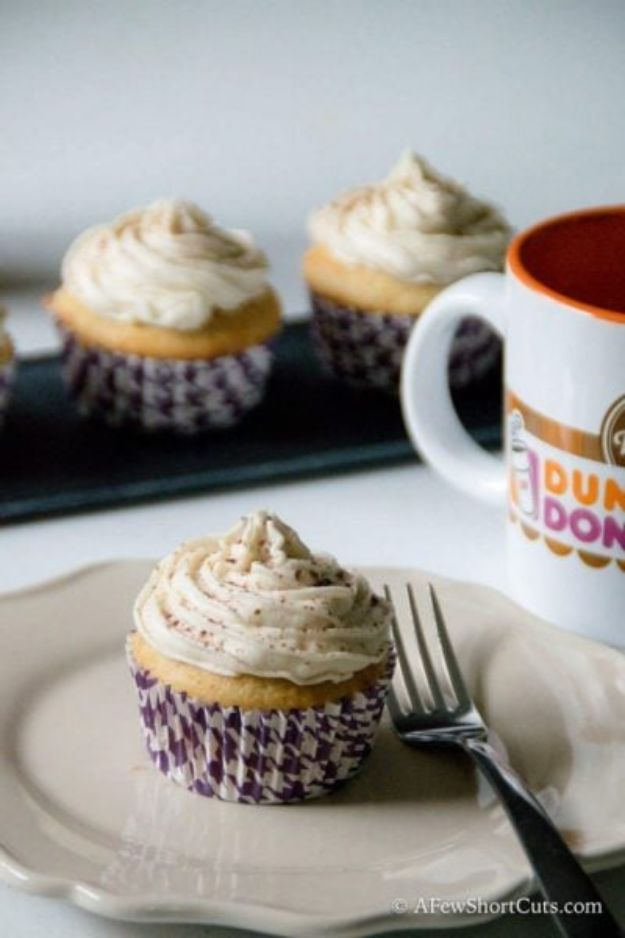 Coffee Drink Recipes - Vanilla Latte Cupcakes With Coffee Buttercream - Easy Drinks and Coffees To Make At Home - Frozen, Iced, Cold Brew and Hot Coffee Recipe Ideas - Sugar Free, Low Fat and Blended Drinks - Mocha, Frappucino, Caramel, Chocolate, Latte and Americano - Flavored Coffee, Liqueur and After Dinner Drinks With Alcohol, Dessert Ideas for Parties #coffeedrinks #coffeerecipes #coffee #drinkrecipes