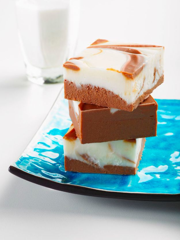 Coffee Drink Recipes - White Chocolate Cappuccino Fudge - Easy Drinks and Coffees To Make At Home - Frozen, Iced, Cold Brew and Hot Coffee Recipe Ideas - Sugar Free, Low Fat and Blended Drinks - Mocha, Frappucino, Caramel, Chocolate, Latte and Americano - Flavored Coffee, Liqueur and After Dinner Drinks With Alcohol, Dessert Ideas for Parties #coffeedrinks #coffeerecipes #coffee #drinkrecipes