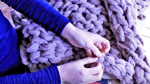 You Need Just One Item To Make This Ultra-Cozy Blanket | DIY Joy Projects and Crafts Ideas