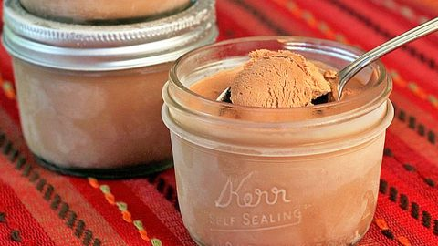 Anyone Can Make This 3 Step Mason Jar Ice Cream