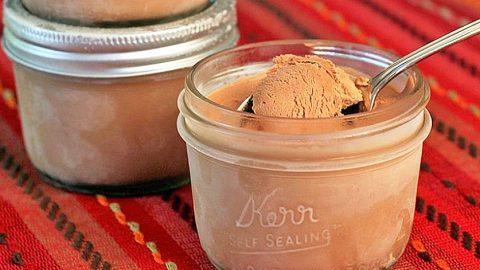 Anyone Can Make This 3 Step Mason Jar Ice Cream | DIY Joy Projects and Crafts Ideas