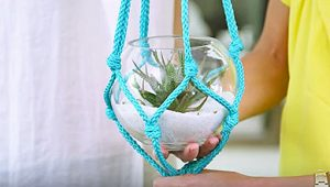 If You Can Tie A Knot, You Can Make This 5 Minute Macrame Planter