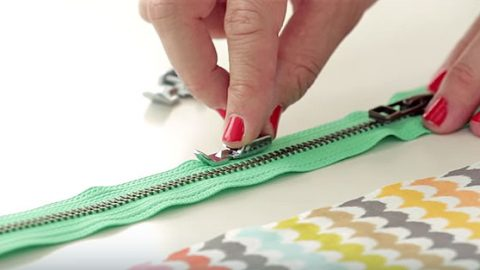 Two Easy Methods For Sewing Zippers | DIY Joy Projects and Crafts Ideas