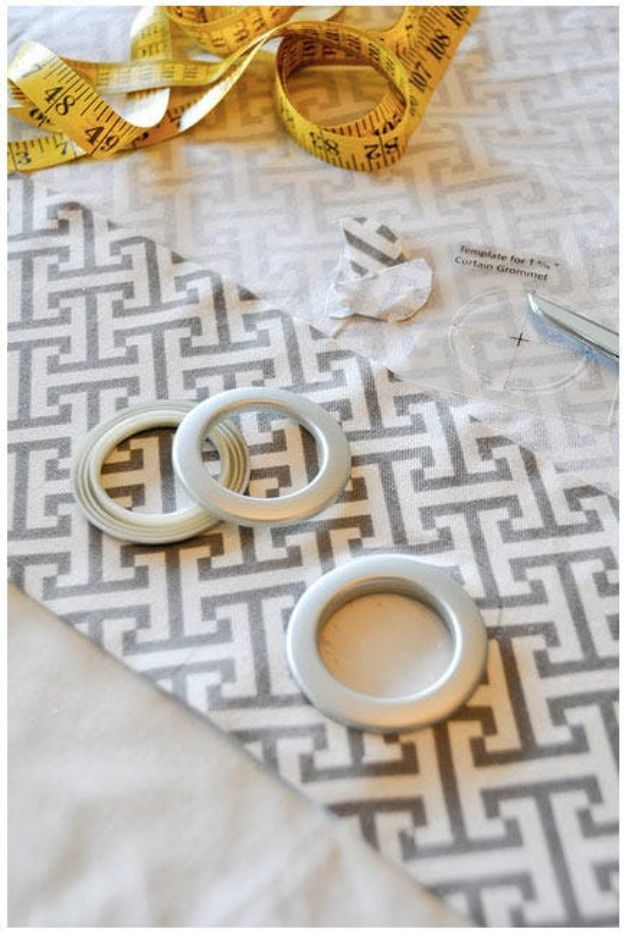 No Sew DIY Home Decor Ideas - Making Easy DIY No-Sew Drapes - Easy No Sew Projects to Make for Bedroom,. Kitchen, Bath - Crafts to Make and Sell, Blankets, No Sewing Project Ideas #nosew #diydecor #diygifts #homedecor
