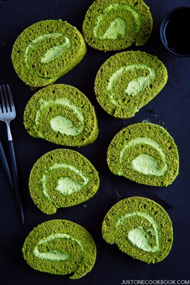 Japanese DIY Ideas and Crafts Inspired by Japan - Matcha Swiss Roll - Boxes, Home Decorations, Room Decor, Fashion, Jewelry Tutorials, Wall Art and Gifts