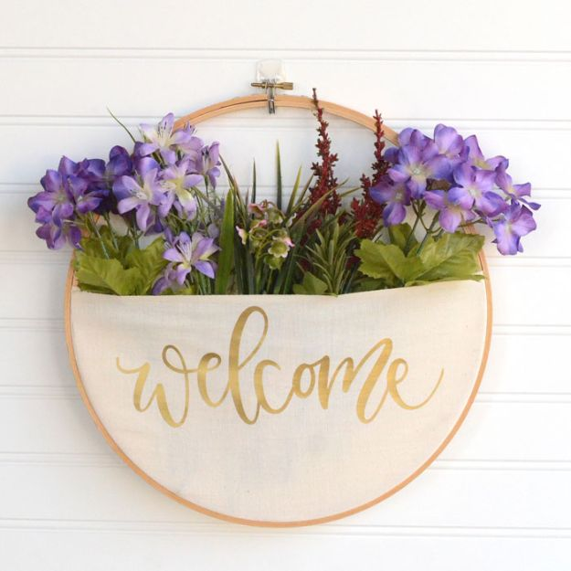 No Sew DIY Home Decor Ideas - No-Sew DIY Embroidery Hoop Pocket Wreath - Easy No Sew Projects to Make for Bedroom,. Kitchen, Bath - Crafts to Make and Sell, Blankets, No Sewing Project Ideas #nosew #diydecor #diygifts #homedecor