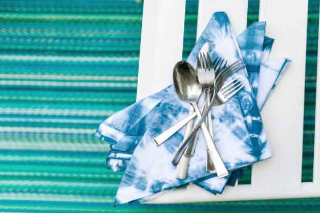 Japanese DIY Ideas and Crafts Inspired by Japan - Shibori-Style Tie-Dye Napkins - Boxes, Home Decorations, Room Decor, Fashion, Jewelry Tutorials, Wall Art and Gifts