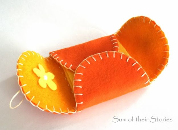 Crafts To Make and Sell - Simple Felt Needle Case - 75 MORE Easy DIY Ideas for Cheap Things To Sell on Etsy, Online and for Craft Fairs. Make Money with These Homemade Crafts for Teens, Kids, Christmas, Summer, Mother's Day Gifts. http://diyjoy.com/crafts-to-make-and-sell-ideas
