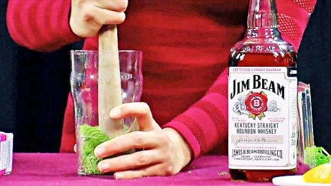 One Sip Of This Lady's Mint Julep And It's Lights Out | DIY Joy Projects and Crafts Ideas