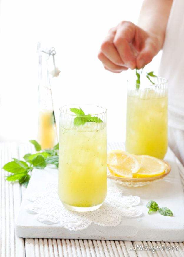 DIY Juice Recipes for Health, Detox and Energy - Apple Lemon Mint Fruit Cooler - Juicing for Beginners With Fruit and Vegetables - Recipe Ideas and Mixes for Juices That Promote Weightloss, Help With Inflammation, For Cancer, For Skin, Cleanse and for Fat Burning - Try These for Kids, for Breakfast, Lunch and Post Workout http://diyjoy.com/diy-juice-recipes