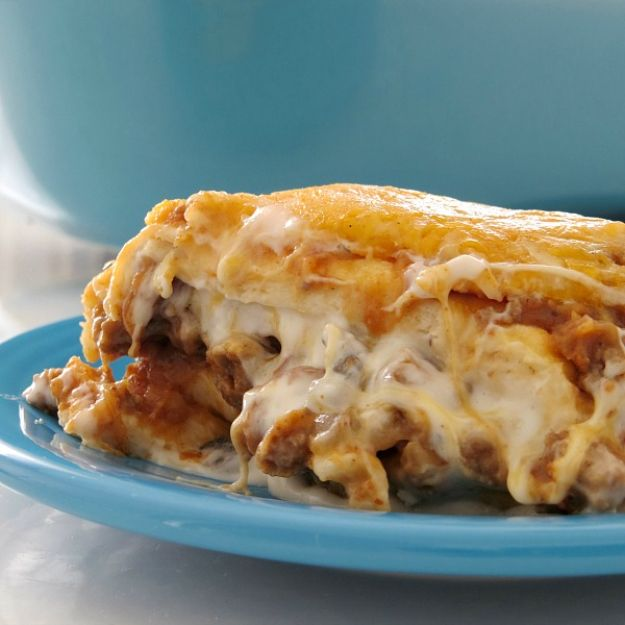 Best Recipes With Ground Beef - Baked Burrito Casserole - Easy Dinners and Ground Beef Recipe Ideas - Quick Lunch Salads, Casseroles, Tacos, One Skillet Meals - Healthy Crockpot Foods With Hamburger Meat - Mexican Casserole, Instant Pot Carne Molida, Low Carb and Keto Diet - Rice, Pasta, Potatoes and Crescent Rolls #groundbeef #beefrecipes #beedrecipe #dinnerideas #dinnerrecipes http://diyjoy.com/best-recipes-ground-beef