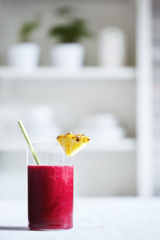 DIY Juice Recipes for Health, Detox and Energy - Beet & Pineapple Juice - Juicing for Beginners With Fruit and Vegetables - Recipe Ideas and Mixes for Juices That Promote Weightloss, Help With Inflammation, For Cancer, For Skin, Cleanse and for Fat Burning - Try These for Kids, for Breakfast, Lunch and Post Workout