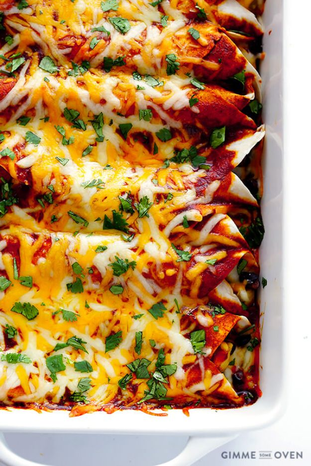 Best Mexican Food Recipes - Best Chicken Enchiladas - Authentic Mexican Foods and Recipe Ideas for Casseroles, Quesadillas, Tacos, Appetizers, Tamales, Enchiladas, Crockpot, Chicken, Beef and Healthy Foods - Desserts and Dessert Ideas Like Churros , Flan amd Sopapillas #recipes #mexicanfood #mexicanrecipes #recipeideas #mexicandishes http://diyjoy.com/mexican-food-recipes