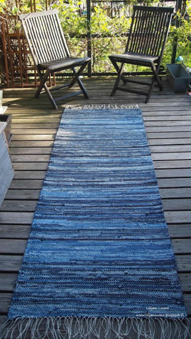 Blue Jean Upcycles - Blue Jeans Runner - Ways to Make Old Denim Jeans Into DIY Home Decor, Handmade Gifts and Creative Fashion - Transform Old Blue Jeans into Pillows, Rugs, Kitchen and Living Room Decor, Easy Sewing Projects for Beginners #sewing #diy #crafts #upcycle
