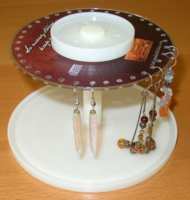 DIY Ideas With Old CD - CD Spindle Earring Stand - Recycle Jewelry, Room Decoration Mosaic, Coasters, Garden Art and DIY Home Decor Using Broken DVD - Photo Album, Wall Art and Mirror - Cute and Easy DIY Gifts for Birthday and Christmas Holidays http://diyjoy.com/diy-ideas-old-cd-compact-disc