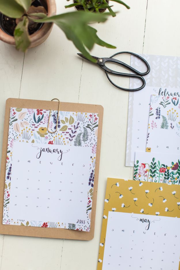 DIY Calendars - Cool Calendar To Print - Homemade Calender Ideas That Make Great Cheap Gifts for Christmas - Desk, Wall and Glass Dry Erase Organizing Calendar Projects With Step by Step Tutorials - Paint, Stamp, Magnetic, Family Planner and Organizer #diycalendar #diyideas #crafts #calendars #organizing #diygifts http://diyjoy.com/diy-calendars