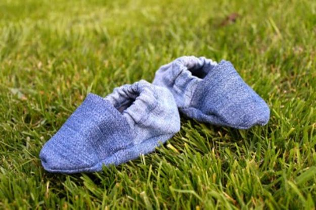 Blue Jean Upcycles - DIY Baby Shoes - Ways to Make Old Denim Jeans Into DIY Home Decor, Handmade Gifts and Creative Fashion - Transform Old Blue Jeans into Pillows, Rugs, Kitchen and Living Room Decor, Easy Sewing Projects for Beginners http://diyjoy.com/diy-blue-jeans-upcyle-ideas