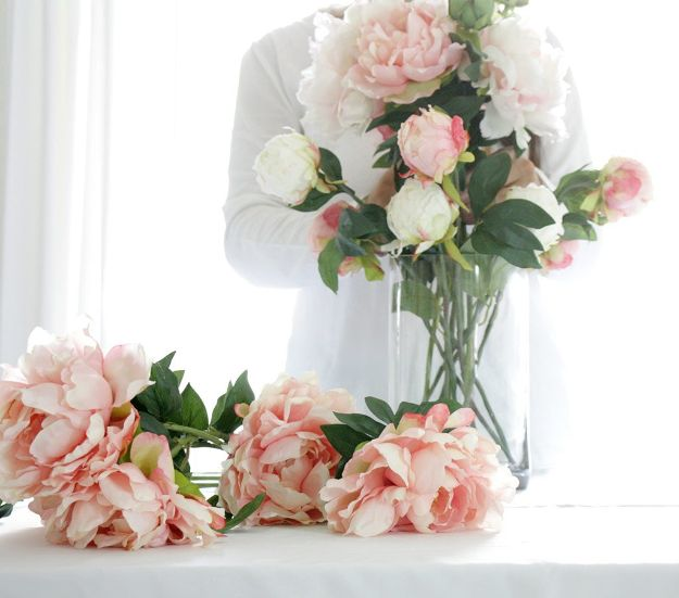 DIY Ideas With Faux Flowers - DIY Centerpiece With Faux Flowers & Acrylic Water - Paper, Fabric, Silk and Plastic Flower Crafts - Easy Arrangements, Wedding Decorations, Wall, Decorations, Letters, Cheap Home Decor