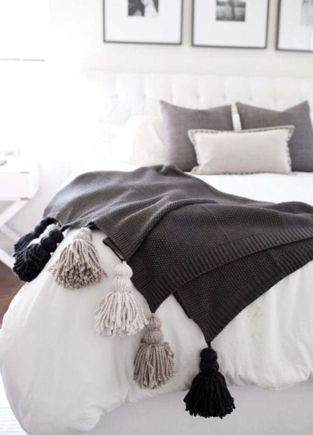 DIY Throw Blankets - DIY Chunky Tassel Blanket - How to Make Easy Throws and Blanket - Fleece Fabrics, No Sew Tutorial, Crochet, Boho, Fur, Cotton, Flannel Ideas #diyideas #diydecor #diy