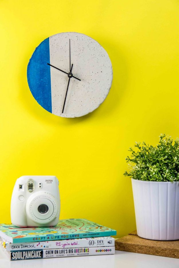 DIY Projects With Concrete - DIY Concrete Clock - Easy Home Decor and Cheap Crafts Made With Cement - Ideas for DIY Christmas Gifts, Outdoor Decorations