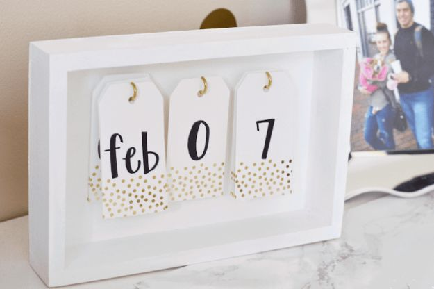 DIY Calendars - DIY Desk Calendar - Homemade Calender Ideas That Make Great Cheap Gifts for Christmas - Desk, Wall and Glass Dry Erase Organizing Calendar Projects With Step by Step Tutorials - Paint, Stamp, Magnetic, Family Planner and Organizer #diycalendar #diyideas #crafts #calendars #organizing #diygifts #calendars #diyideas