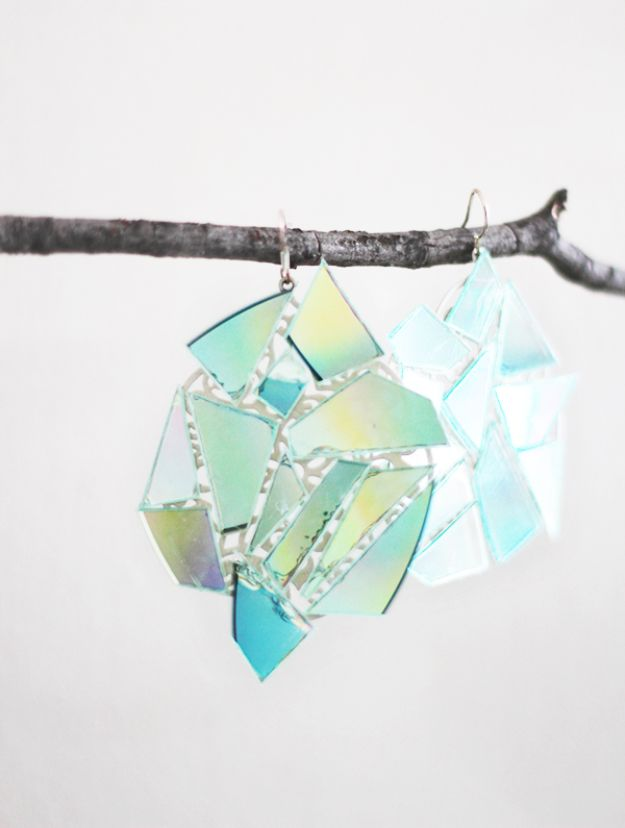 DIY Ideas With Old CD - DIY Kaleidoscope Earrings - Do It Yourself Crafts and Projects Using Old Compact Discs - Recycle Jewelry, Room Decoration Mosaic, Coasters, Garden Art and DIY Home Decor Using Broken DVD - Photo Album, Wall Art and Mirror - Cute and Easy DIY Gifts for Birthday and Christmas Holidays http://diyjoy.com/diy-ideas-old-cd-compact-disc