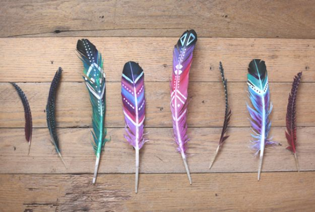 DIY Boho Decor Ideas - DIY Painted Feathers - DIY Bedroom Ideas - Cheap Hippie Crafts and Bohemian Wall Art - Easy Upcycling Projects for Living Room, Bathroom, Kitchen #boho #diy #diydecor