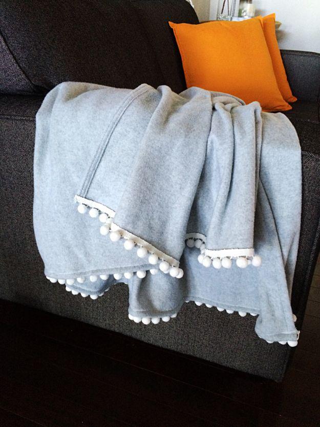 DIY Throw Blankets - DIY Pom Pom Fleece Blanket - How to Make Easy Throws and Blanket - Fleece Fabrics, No Sew Tutorial, Crochet, Boho, Fur, Cotton, Flannel Ideas #diyideas #diydecor #diy