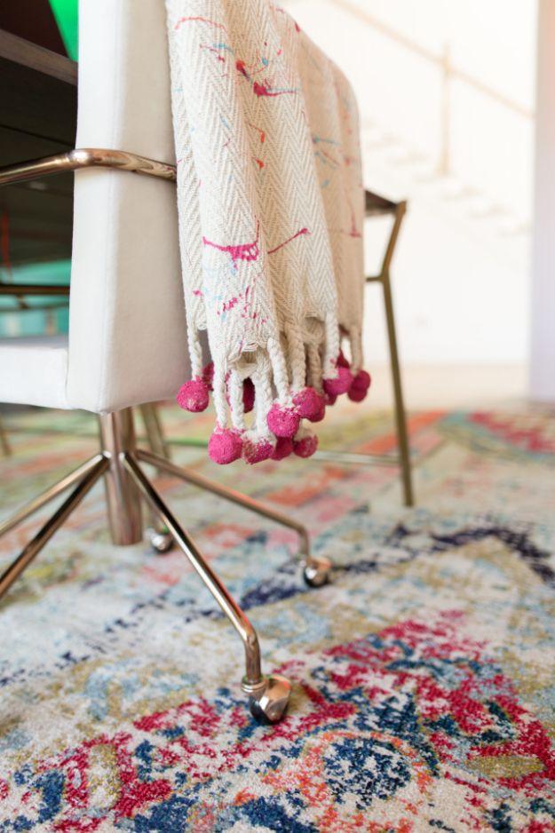 DIY Throw Blankets - DIY Splatter Paint Throw Blanket - How to Make Easy Throws and Blanket - Fleece Fabrics, No Sew Tutorial, Crochet, Boho, Fur, Cotton, Flannel Ideas #diyideas #diydecor #diy