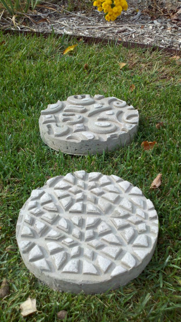 DIY Walkways - DIY Stepping Stones - Do It Yourself Walkway Ideas for Paths to The Front Door and Backyard - Cheap and Easy Pavers and Concrete Path and Stepping Stones - Wood and Edging, Lights, Backyard and Patio Walks With Gravel, Sand, Dirt and Brick http://diyjoy.com/diy-walkways