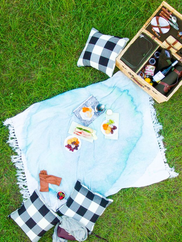 DIY Throw Blankets - DIY Watercolor Throw Blanket - How to Make Easy Throws and Blanket - Fleece Fabrics, No Sew Tutorial, Crochet, Boho, Fur, Cotton, Flannel Ideas #diyideas #diydecor #diy