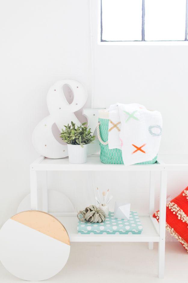 DIY Throw Blankets - DIY XOXO Throw Blanket - How to Make Easy Throws and Blanket - Fleece Fabrics, No Sew Tutorial, Crochet, Boho, Fur, Cotton, Flannel Ideas #diyideas #diydecor #diy