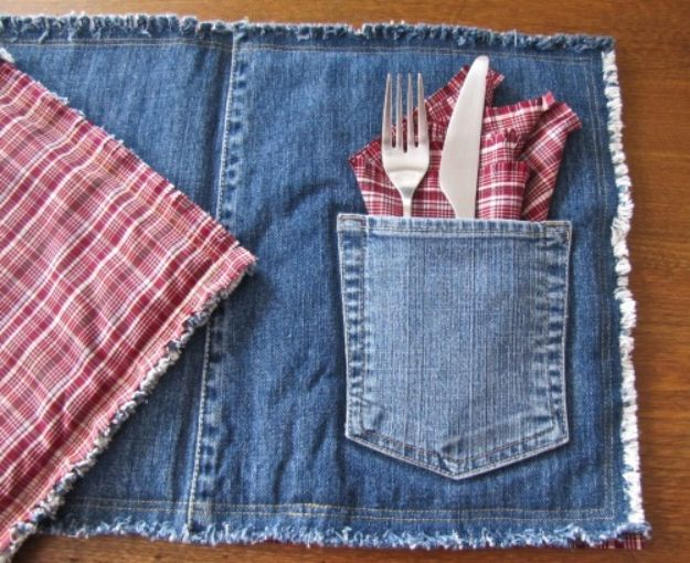 Blue Jean Upcycles - Denim Placemats - Ways to Make Old Denim Jeans Into DIY Home Decor, Handmade Gifts and Creative Fashion - Transform Old Blue Jeans into Pillows, Rugs, Kitchen and Living Room Decor, Easy Sewing Projects for Beginners http://diyjoy.com/diy-blue-jeans-upcyle-ideas