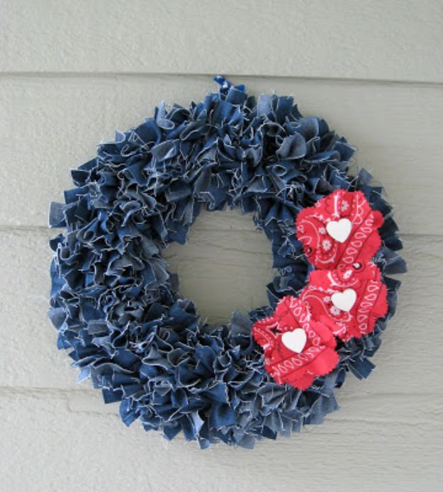 Blue Jean Upcycles - Denim Wreath - Ways to Make Old Denim Jeans Into DIY Home Decor, Handmade Gifts and Creative Fashion - Transform Old Blue Jeans into Pillows, Rugs, Kitchen and Living Room Decor, Easy Sewing Projects for Beginners #sewing #diy #crafts #upcycle