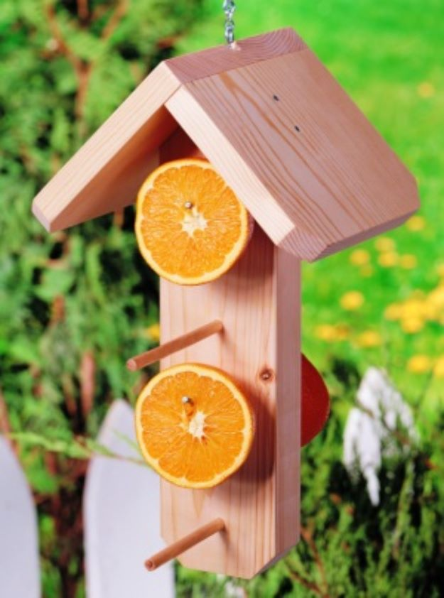 DIY Bird Feeders - Easy DIY Oriole Feeder - Easy Do It Yourself Homemade Bird Feeder Ideas from Mason Jar, Wooden, Wine Bottle, Milk Jug, Plastic, Dollar Store Supplies - Squirrel Proof, Unique and Creative Tutorials That Make Cool DIY Gifts #diyideas #birds