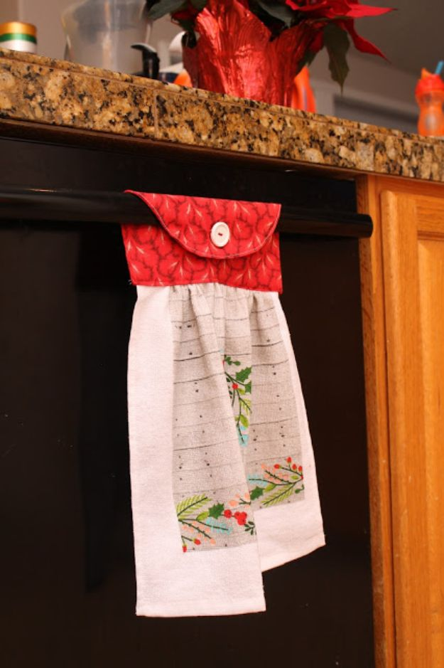 DIY Sewing Projects for the Home - Easy Hanging Towel - Easy DIY Christmas Gifts and Ideas for Making Kitchen, Bedroom and Bathroom Decor - Free Step by Step Tutorial to Sew