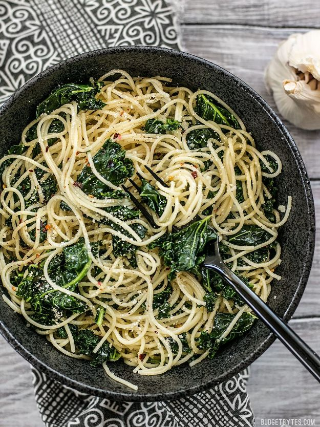 Best Kale Recipes - Garlic Parmesan Kale Pasta - How to Cook Kale at Home - Healthy Green Vegetable Cooking for Salads, Soup, Lunches, Stir Fry and Dinner - Kale Chips. Salad, Shredded, Cooked, Fresh and Sauteed Kale - Vegan, Vegetarian, Keto, Low Carb and Lowfat Recipe Ideas #kale #kalerecipes #vegetablerecipes #veggies #recipeideas #dinnerideas http://diyjoy.com/best-kale-recipes