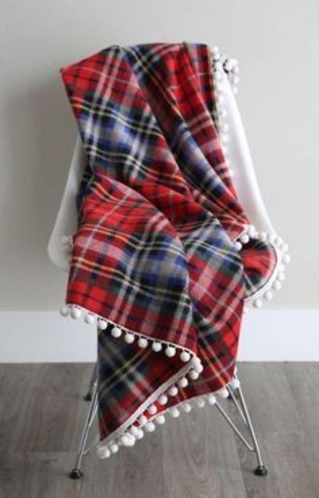 DIY Throw Blankets - Gorgeous DIY Fleece Blanket - How to Make Easy Throws and Blanket - Fleece Fabrics, No Sew Tutorial, Crochet, Boho, Fur, Cotton, Flannel Ideas #diyideas #diydecor #diy