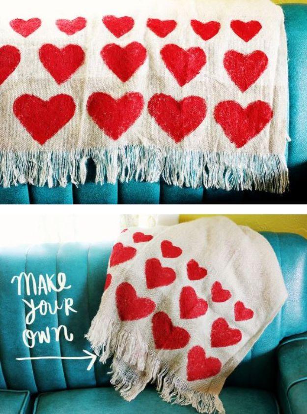 DIY Throw Blankets - Heart Blanket DIY - How to Make Easy Throws and Blanket - Fleece Fabrics, No Sew Tutorial, Crochet, Boho, Fur, Cotton, Flannel Ideas #diyideas #diydecor #diy