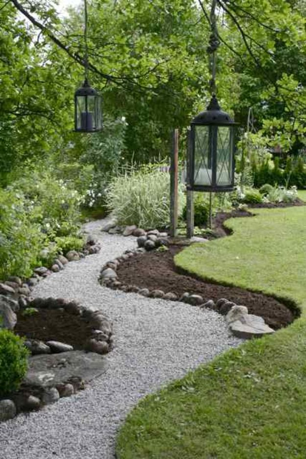 DIY Walkways - Lay a Budget-Friendly Gravel Path - Do It Yourself Walkway Ideas for Paths to The Front Door and Backyard - Cheap and Easy Pavers and Concrete Path and Stepping Stones - Wood and Edging, Lights, Backyard and Patio Walks With Gravel, Sand, Dirt and Brick #diyideas