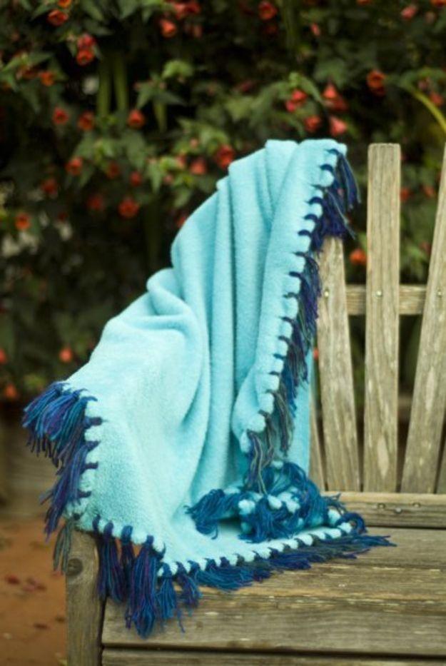 DIY Throw Blankets - No-Sew Blanket with Yarn Fringe - How to Make Easy Throws and Blanket - Fleece Fabrics, No Sew Tutorial, Crochet, Boho, Fur, Cotton, Flannel Ideas #diyideas #diydecor #diy