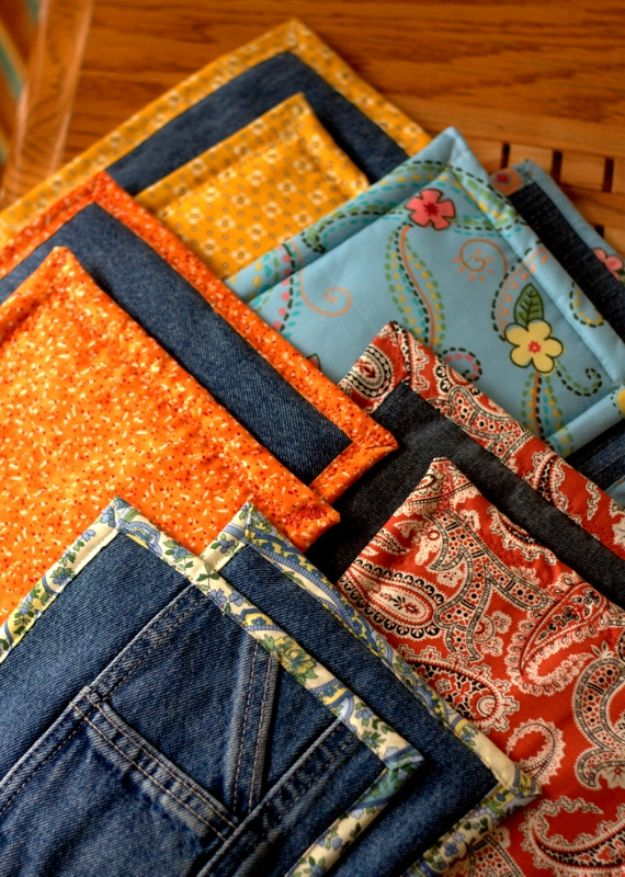 Blue Jean Upcycles - Old Jeans Pot Holders - Ways to Make Old Denim Jeans Into DIY Home Decor, Handmade Gifts and Creative Fashion - Transform Old Blue Jeans into Pillows, Rugs, Kitchen and Living Room Decor, Easy Sewing Projects for Beginners http://diyjoy.com/diy-blue-jeans-upcyle-ideas