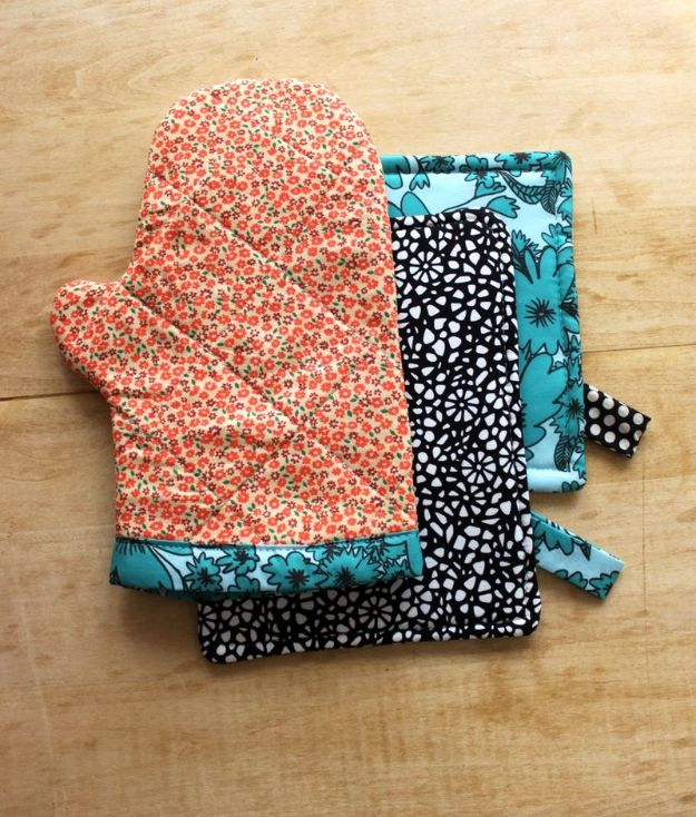 DIY Sewing Projects for the Home - Oven Mitt and Hot Pad DIY - Easy DIY Christmas Gifts and Ideas for Making Kitchen, Bedroom and Bathroom Decor - Free Step by Step Tutorial to Sew