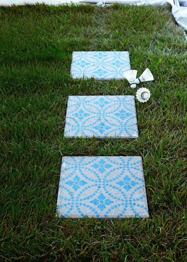 DIY Walkways - Patio Pavers - Do It Yourself Walkway Ideas for Paths to The Front Door and Backyard - Cheap and Easy Pavers and Concrete Path and Stepping Stones - Wood and Edging, Lights, Backyard and Patio Walks With Gravel, Sand, Dirt and Brick http://diyjoy.com/diy-walkways