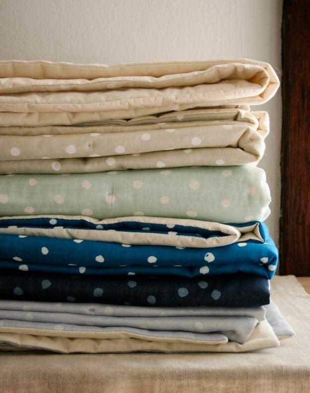 DIY Throw Blankets - Polka Dot Blanket - How to Make Easy Throws and Blanket - Fleece Fabrics, No Sew Tutorial, Crochet, Boho, Fur, Cotton, Flannel Ideas #diyideas #diydecor #diy